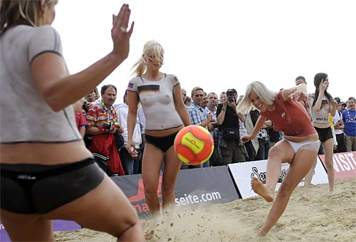 Sand volleyball female players of dating 1