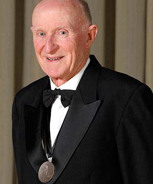 Sir Murray Halberg awarded Blake Medal - national | Stuff.