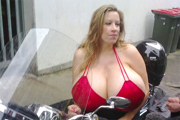 Boobs on Bikes 2009