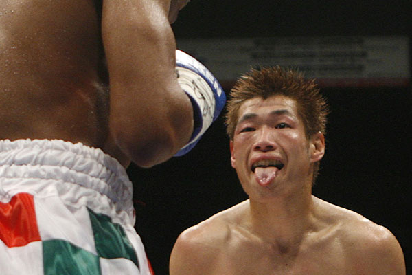 Japan's Hozumi Hasegawa (right) provokes South Africa's Simpiwe Vetyeka during their World Boxing Council (WBC) bantamweight title bout in Tokyo.