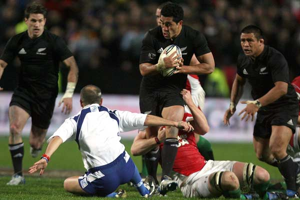 All Blacks fullback Mils Muliaina