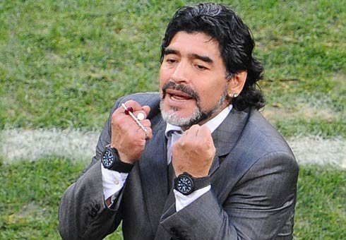 Argentina's FA says it will offer Diego Maradona a new four-year contract that would keep him in charge of the national team through the 2014 World Cup.
