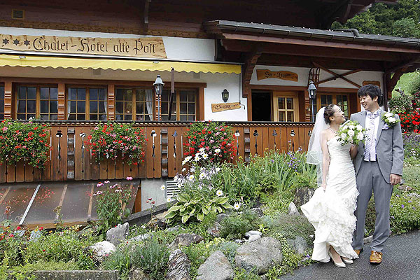 Japanese lovebirds flock to Swiss Alps