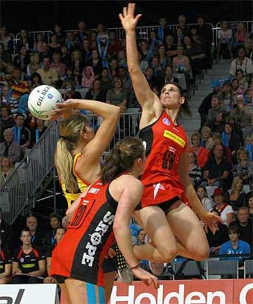 HIGH FLYER: Anna Galvan, of the Canterbury Tactix, blocks Irene van Dyk, with ball, of the Waikato Bay of Plenty Magic in May.