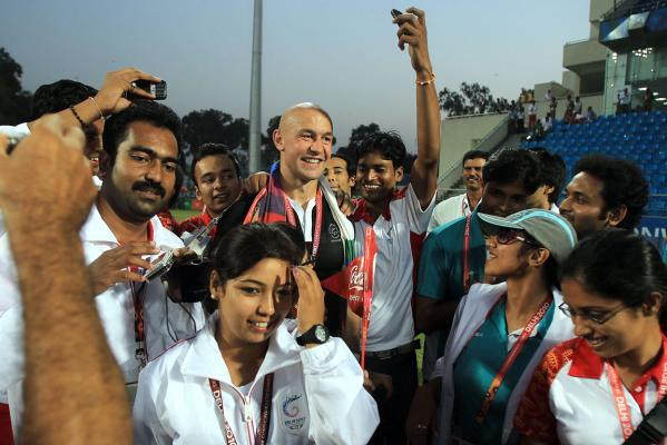 New Zealand captain DJ Forbes is surrounded by Indian fans after his team beat Australia in the Sevens final at the Delhi Commonwealth Games.
