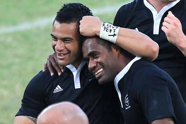 New Zealand players celebrate after winning the gold medal in the Sevens rugby final at the Delhi Commonwealth Games.