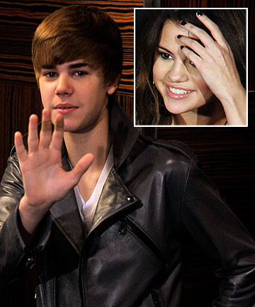 justin bieber and selena gomez 2011 kiss. justin bieber and selena gomez