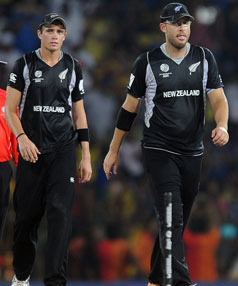 Daniel Vettori (R) and Tim Southee