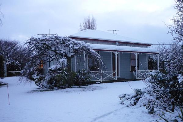 Debbie Sheehy's home on Rawhitiroa Rd, near Eltham, was coated in powdery white snow this morning.