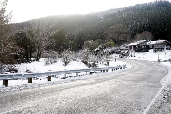Snow fell along the Motueka Valley Highway.
