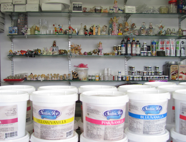 Doreen 39 s cake decorating supplies for Decoration stuff