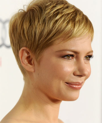 PAYING TRIBUTE: Michelle Williams keeps her hair short in memory of ...