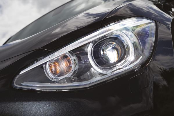 BMW-118d-headlight-g