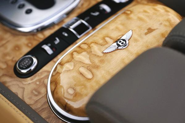 Bentley-Continental-GTC-console-g