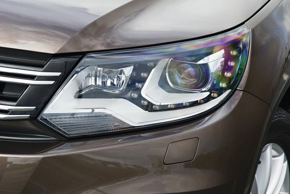 VW-Tiguan-headlight-g