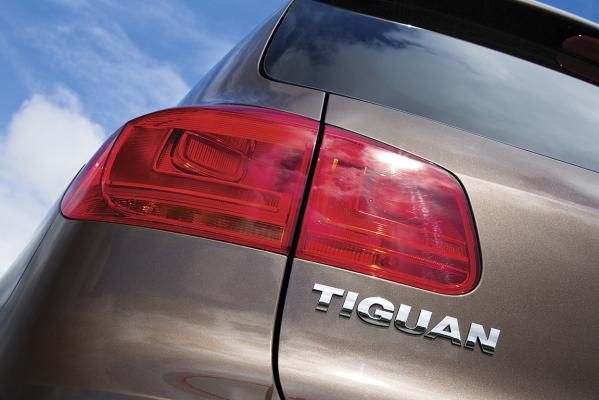 VW-Tiguan-taillight-g