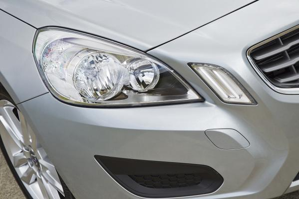 Volvo-V6-headlight-g