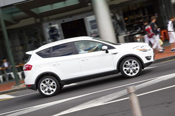 Ford-Kuga-s_action-g