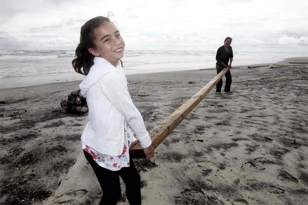 Ayessa Ruck, 8, (L) and mum Raquel help out on Waihi beach.