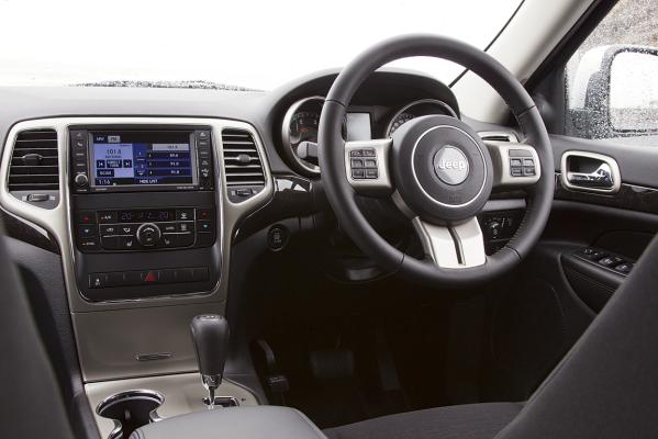 Jeep-GC-Laredo-interior-g.jpg