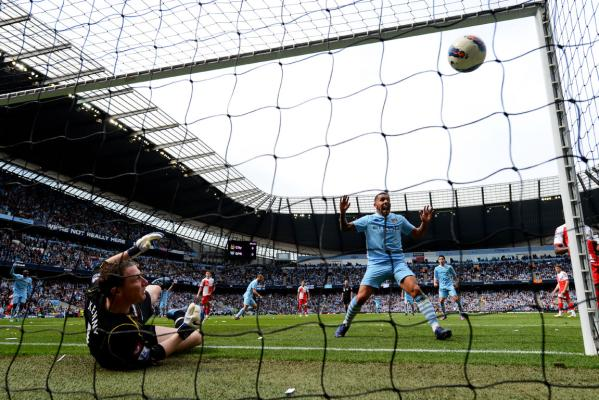 Manchester City win English Premier