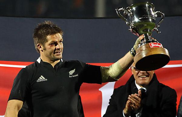 Richie McCaw holds the Steinlager Cup