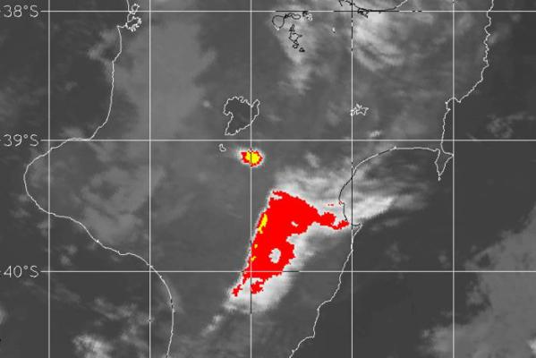 Infrared imaging of ash cloud