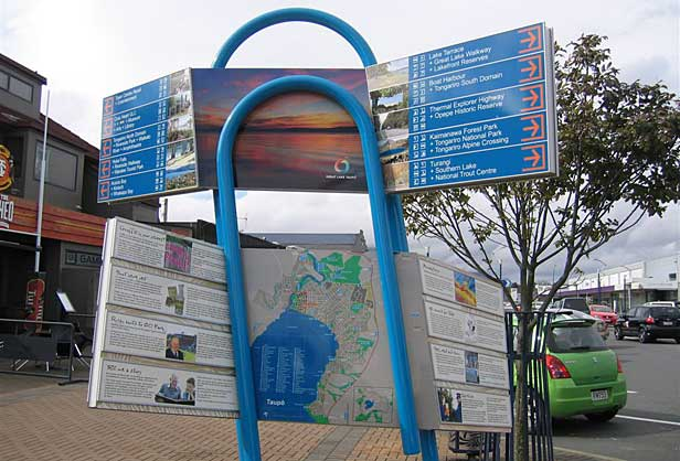 Taupo paperclip sign