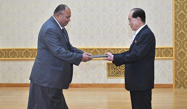 Fiji's Commodore Esala Teleni (left) presents his credentials in Pyongyang to the chairman of the assembly, Kim Yong-nam.