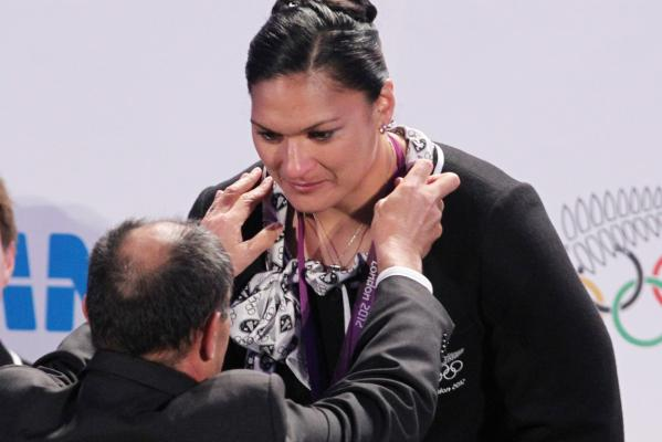 Valerie Adams medal ceremon