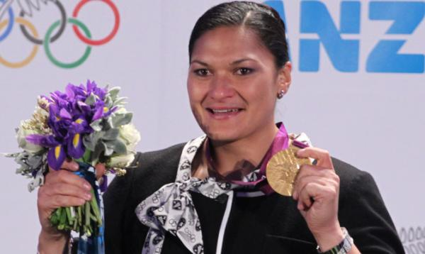 Valerie Adams medal ceremony