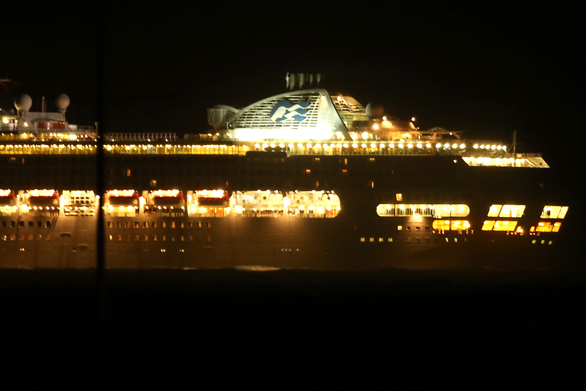 The Sea Princess remained out of reach because of bad weather for nearly 700 of its passengers last night.