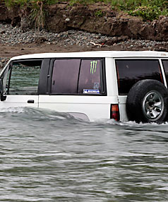 Vechicle stranded in the Waimea River
