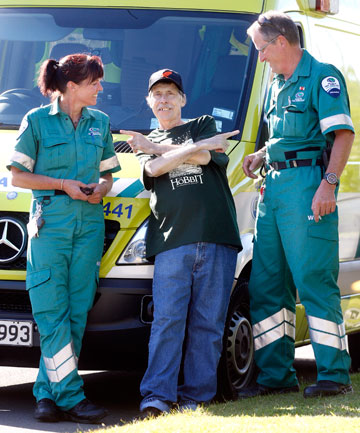 Cancer patient Lindsay Best with paramedics Jane Borrell and Les McKay, who gave him and his mother a d