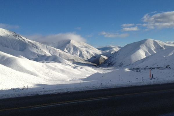 A summer wonderland. Snow on the Lindis Pass this morning.