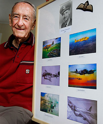 Former World War II pilot Jim Hansen