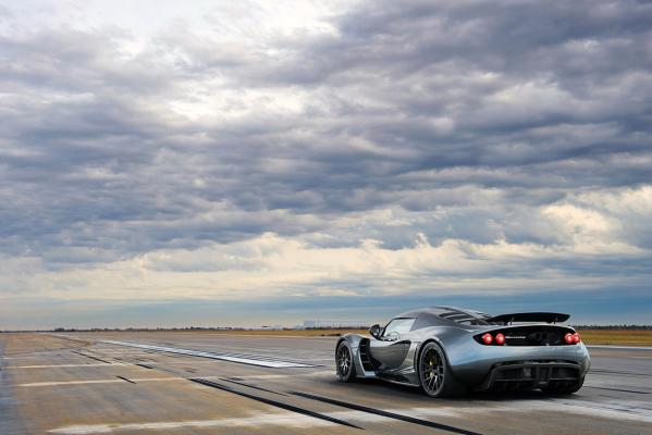 Hennessey Venom GT officially sets 0-300 kmh world record.