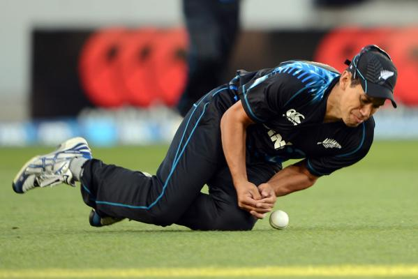 Ross Taylor drops a catch and a chance to dismiss Luke Wright.
