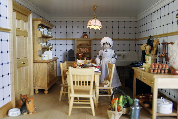 Sue Beardsworth's dolls house