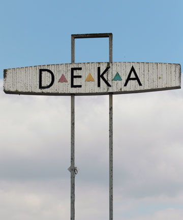 Huntly's Deka sign