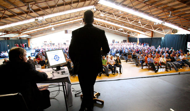 Hundreds of red meat farmers in Southland wanting change in their industry fronted up to a meeting in Gore on Monday.