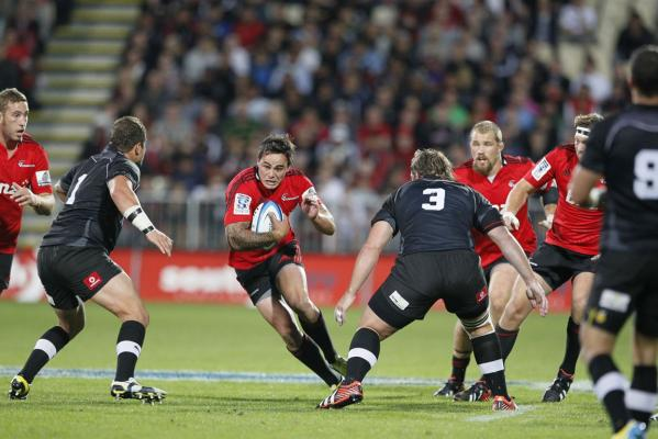 Zac Guildford runs the ball against the Kings.
