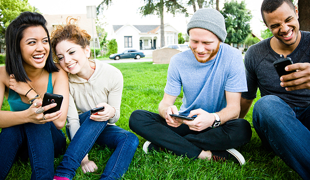 Youth flock to mobile messaging apps