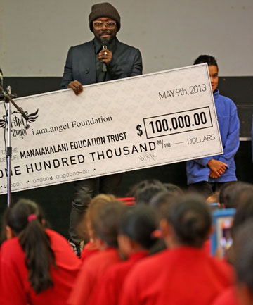 Singer will.i.am donates a cheque for $100,000