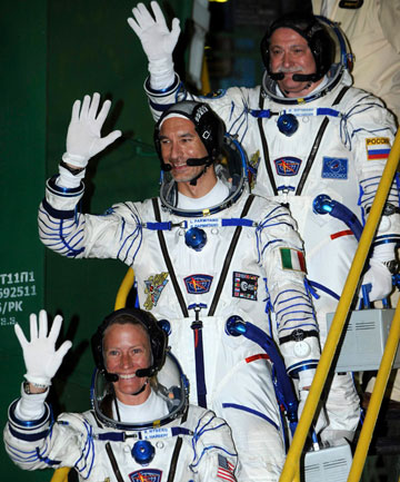 Astronaut Waving Bye - Pics about space