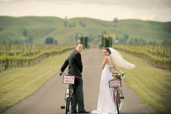 Mike and Julie had a bicycle themed wedd