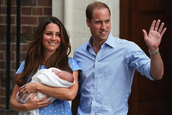 The world has got the first glimpse of royal baby, with Prince William and the Duchess of Cambridge emerging from hospital.