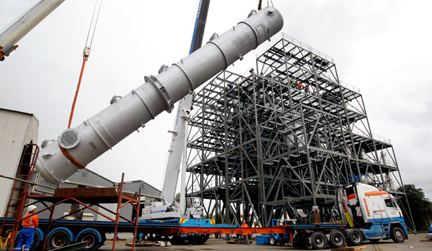 A 22-tonne prre vessel being lifted stand