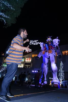 Street fight with Gundam