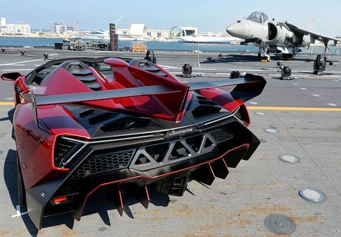 Lamborghini's exclusive and expensive Veneno Roadster has finally made its public debut.